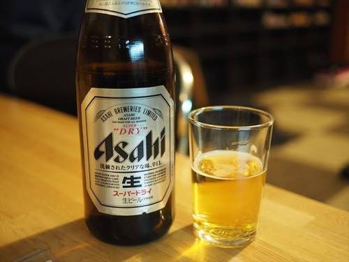 無能「瓶ビールください!グラス2つで!」ワイ「生…