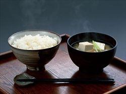 一人暮らしして初めてカーチャン飯の美味さ理解するよね(´・ω・`)