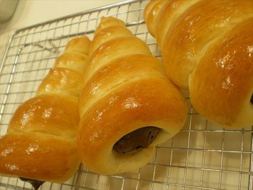 日本の菓子パンを食べたアメリカ製パン社長「アメリカ人の好みは様々。好きな具を挟めるように、パンだけで売るんだよ」