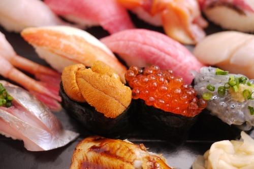 寿司通「寿司はまず淡白な白身魚などからいただき徐々に味の濃いものへ食べ移るべき」