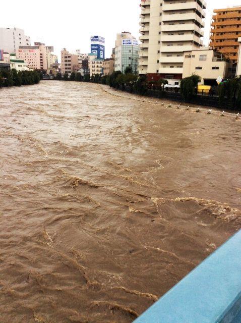 日経新聞 「もう堤防には頼れない。安易な公共事業は慎むべき。国頼みの防災から転換を」