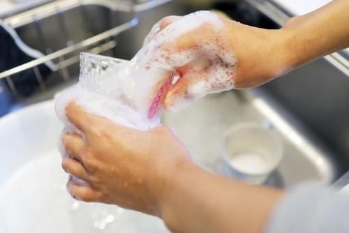 女さん「皿洗いしんどい…」夫「やらなくていいよ!」