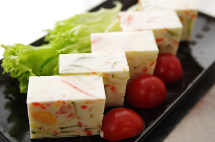 秋田では箸休めにこんな寒天料理出るんだぜ。