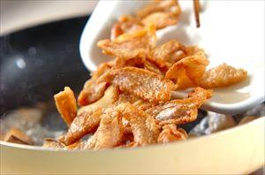 余った鶏皮で作る「鶏油(チーユ)」ラーメンや焼きそばに使うといつもと違った風味になる