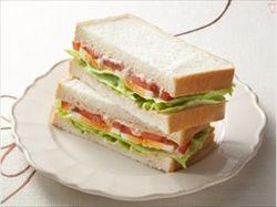 サンドイッチにトマト入れるなよ