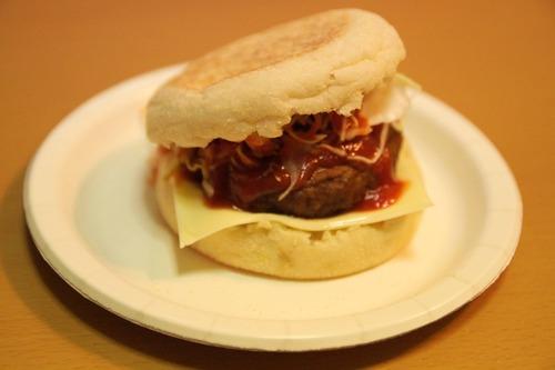 俺の為にマックルーの弟がハンバーガー作ってくれるよ