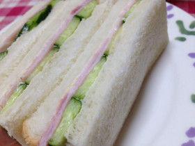 【悲報】セブンのサンドイッチ、きゅうり激減