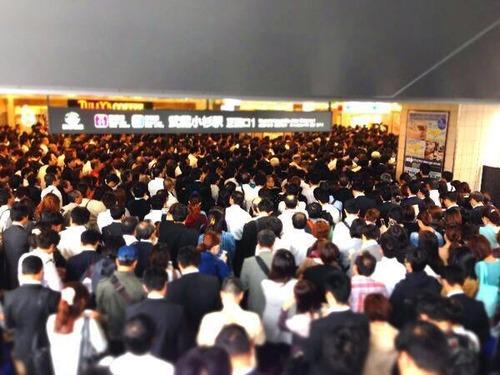 川崎市に引っ越してきたタワマン民、武蔵小杉駅の混雑対策をJRに求め署名運動スタート 「あばら折れちゃう!」