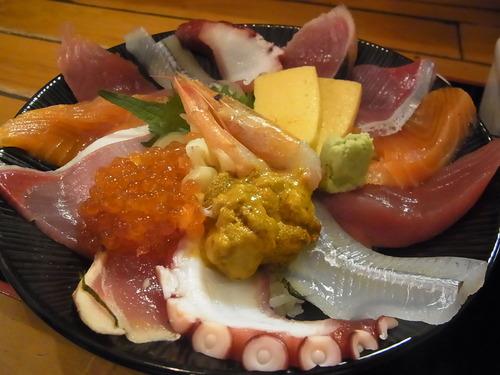 この海鮮丼に1000円出せるか?