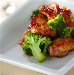 バルサミコ酢ベースの調味液にお肉を漬けてチルドで保存。うちの冷蔵庫の常備品です。