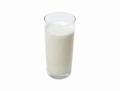 男子中学生「給食で大嫌いな牛乳が出て精神的な苦痛を受けPTSDを発症した」と慰謝料を求め提訴
