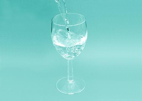 「水道水に抵抗感」56% 今どき浄水器使ってない香具師いるのかよw