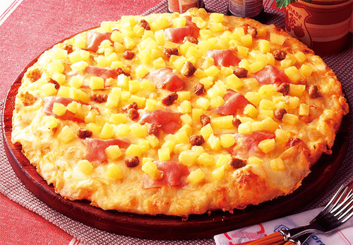 宅配ピザにパイナップルを乗せるのは有りか無しか