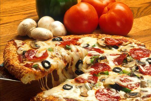 【悲報】配達ピザの原価300円なのに2000円