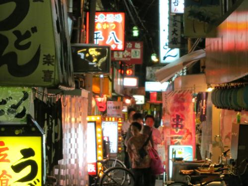 大阪・十三ションベン横丁、再建足踏み 複雑な権利関係が壁