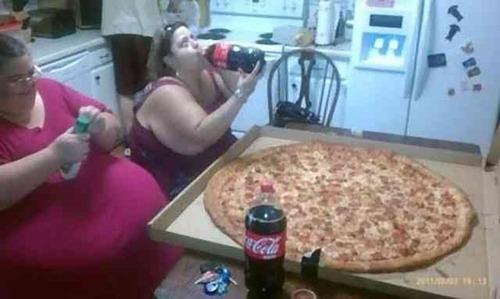 【画像】アメリカのピザのLサイズwwwwwwwwwwwww