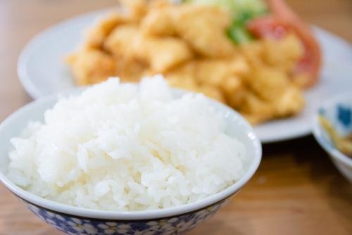 ネット「白米は身体に悪いです。小麦も身体に悪いです。肉も身体に悪いです」←これ