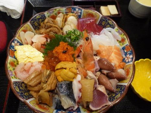 定食屋なんだがこの海鮮丼に950円出せる?