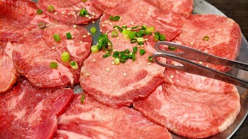 「焼肉は牛タンから焼き始める」←この謎風潮作り出した奴って万死に値するよな