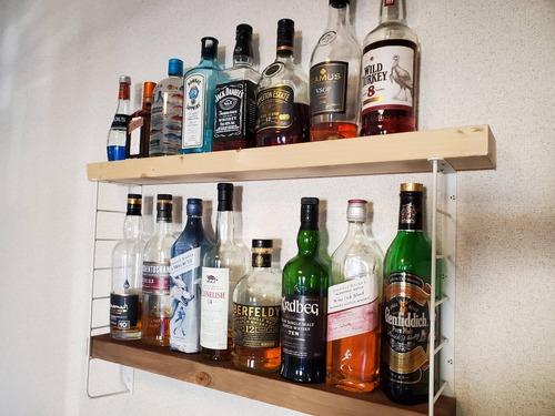 【ウイスキー】最近ハードリカーにハマったから酒棚作ってみたんだけど何飾るか迷う