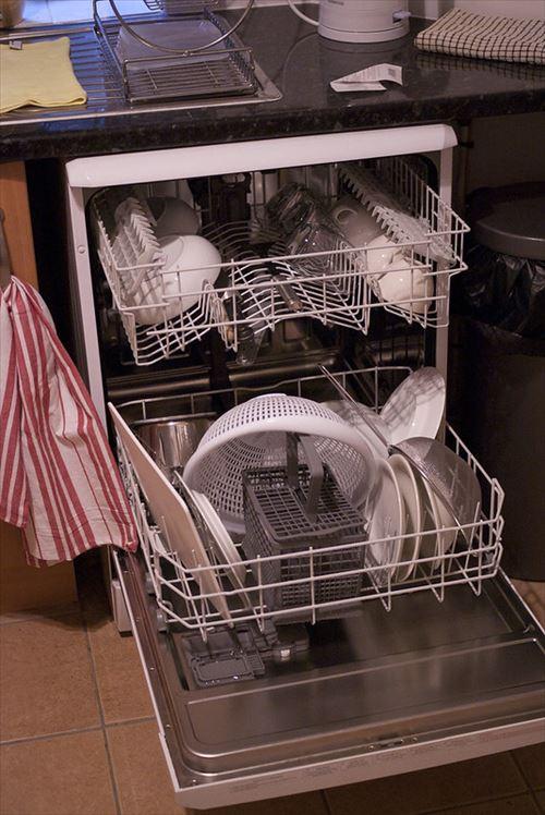 食器洗浄機まじで神www 放り込むだけでピカピカとかすごすぎwwお前らも買えwww