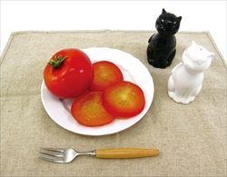 ネコが食卓に飛び乗るのを阻止する方法を教えてくれ