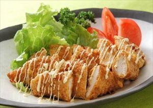 鶏肉が安いときにチキン南蛮を作り置きしてお弁当用に冷凍。マヨネーズつけて食べるとうまい。