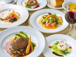仏シェフ「レストランで料理の写真撮ってSNSにあげるやつらって何なの?」