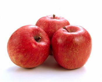 今年の青森りんご 去年の2割は安い