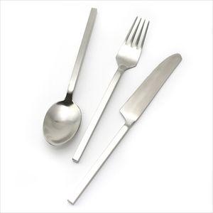 洋食マナー パスタはフォークだけ、ライスはフォークの表にのせる