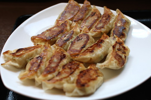 リンガーハット「餃子15個定食」590円でお皿のうえが餃子畑に