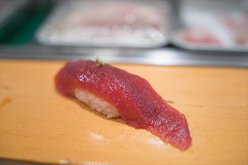 寿司食う時って1貫目はマグロ食うよね?