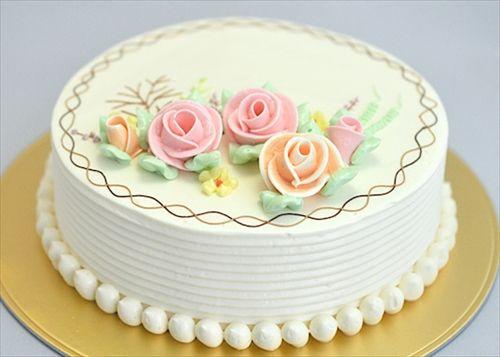 今日初めてバタークリームケーキを食ったんだけどおっさん共が子供の頃はこのケーキしかなかったのかよ