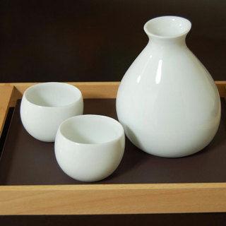 「魚民」、日本酒を注文した客に漂白剤をとっくりで提供