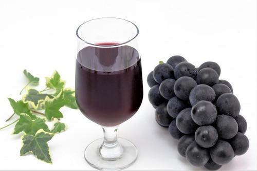 【悲報】わい、毎日ぶどうジュース2L飲んでいたら糖尿病になる