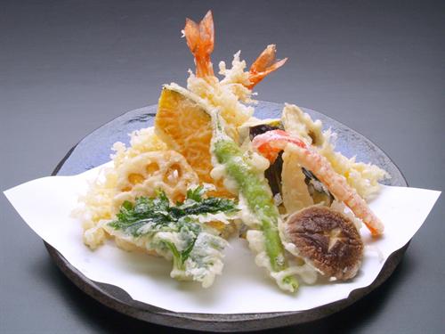 天ぷらは海老天が頂点みたいな扱いだけどイカ天や竹輪天のが美味しくないか?