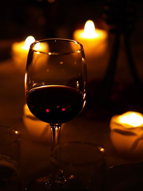 シンガポール、「夜間の飲酒禁止」…違反者には1000シンガポールドル(約8万6790円)以上の罰金