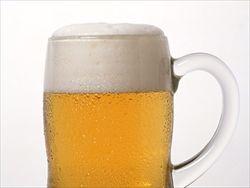"""【中国】ビールを""""イッキ飲み""""、嘔吐を我慢してたら食道が爆発"""
