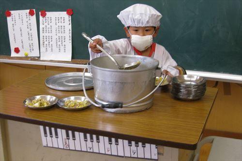 学校で給食ぶちまけた事あるやつwwwwwwwwwwwwww