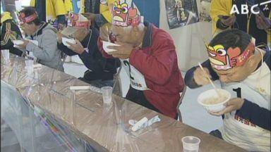 兵庫県でカニのぞうすい早食い大会が行われる 参加者「美味しいです!めっちゃ熱いです。火傷しました」