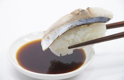 通ぶって握り寿司に醤油ちょっとしか付けないで食ってる奴見るとイラッとくる