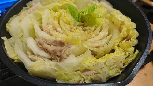 豚バラを白菜で交互にはさんで弱火でじっくり煮る鍋