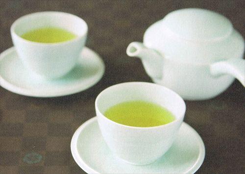 出されたお茶は飲んじゃいけないとか日本には誰得なマナー多すぎないか?