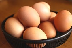 「卵」と「玉子」、日本語にはなぜ2種類の「たまご」が存在するのか?