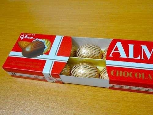 40代以上が子供の頃に贅沢品と感じたお菓子はジャイアントカプリコと箱のチョコフレークあと一つは?