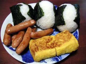 【夜食】どうして夜中になるとソーセージや玉子焼きが食べたくなるの?
