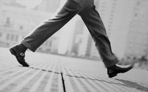 国「生活習慣病予防のために一日8000歩以上歩け」