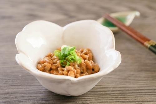 【悲報】納豆、混ぜる前にタレを入れる「前タレ派」がまさかの6割越え
