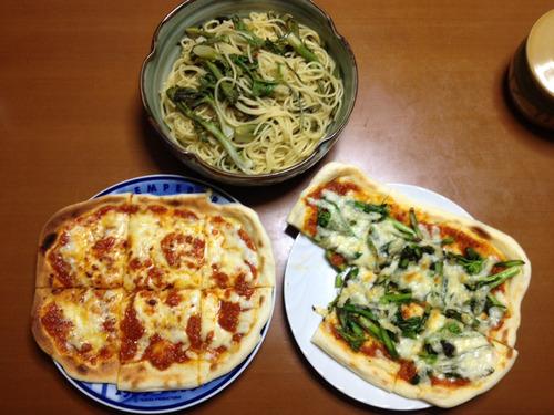 山菜と野菜を採ってきてピザとパスタを作ったけど興味ある?