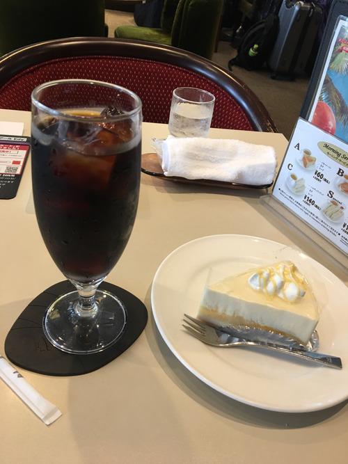 ヲイ!東京のルノアールっていう喫茶店来てるんだが周りがぁゃιぃビジネスの話ばっかしてるよ!!